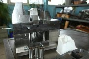 Раскрытая форма бачка омывателя для автомобиля
