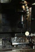 Привязка базовой системы координат плиты на станке с числовым программным управлением